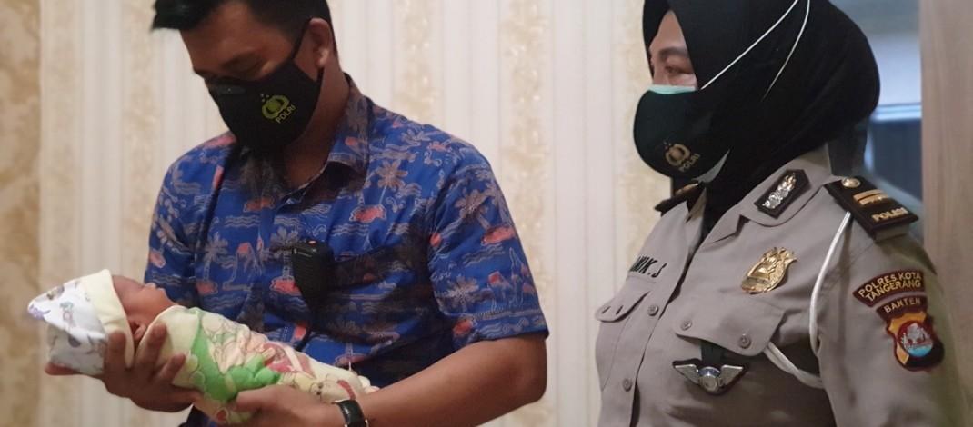 *Satlantas Polresta Tangerang Bantu Tali Asih Bayi yang Ditemukan di TPU*
