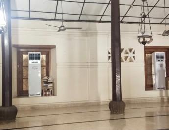 DPRKP Banten Berikan Bantuan AC di Masjid Banten Lama