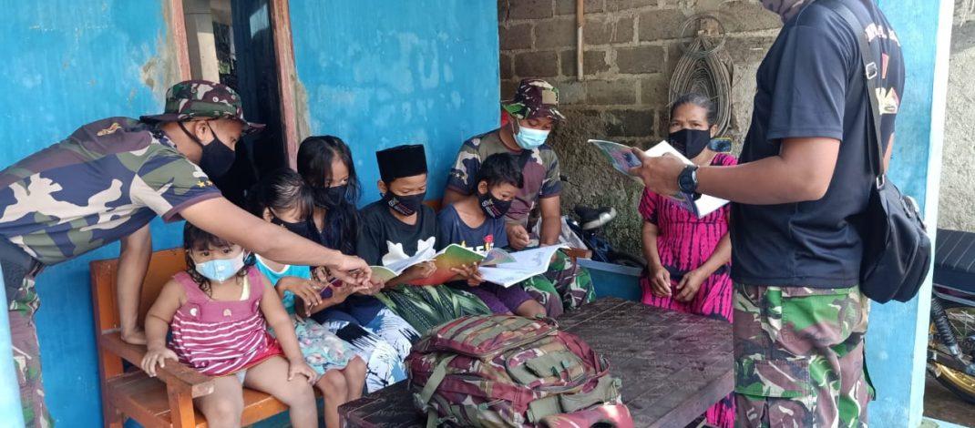 Waktu Luang, Satgas TMMD Ajari anak-anak menulis dan membaca